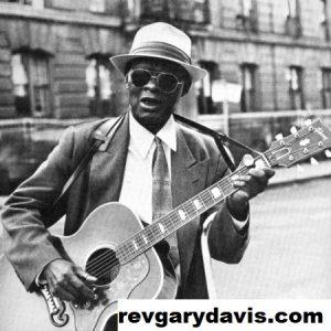 """Rev Gary Davis: Pria Blues Pantas Menerima Penghargaan """"Gitaris Terhebat"""""""